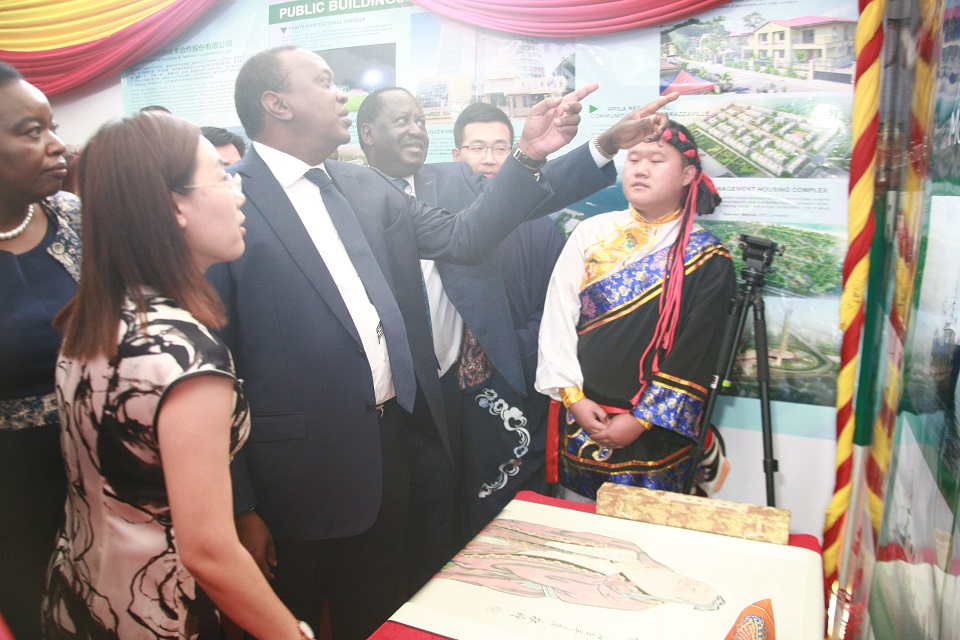 Figure2-H.E Uhuru Kenyatta, President of the Republic of Kenya, points at some of the displays at the